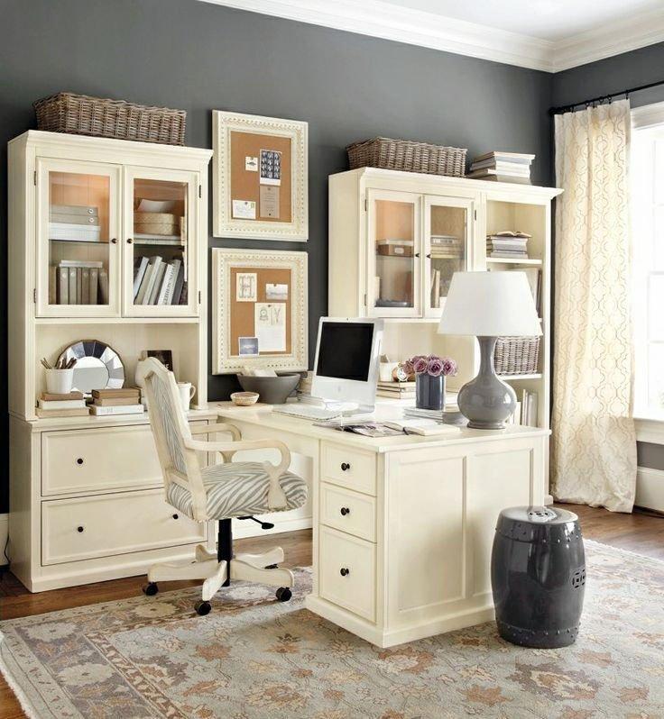 Sử dụng những đồ nội thất bằng gỗ trắng, giúp không gian phòng làm việc trở nên hấp dẫn