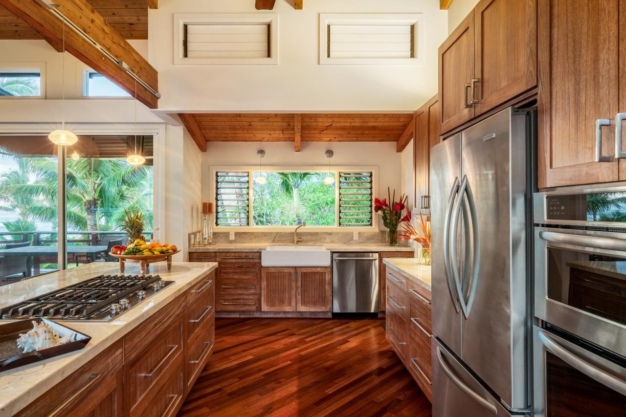 Mẫu sàn gỗ được thiết kế tinh tế và lịch lãm, mang lại một không gian vừa cổ điển vừa trẻ trung