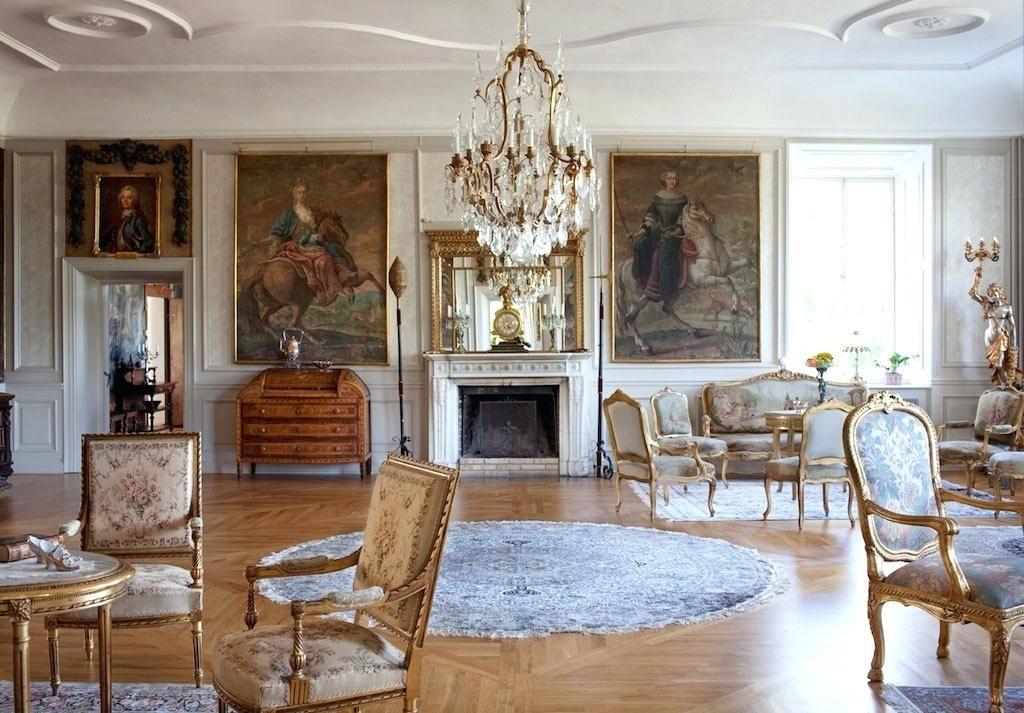 Những bức tranh tường sẽ làm cho không gian nội thất phòng khách trở nên cuốn hút